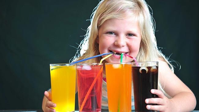 نوجوانان حدود ۸۰ لیتر نوشیدنی قنددار در سال مینوشند