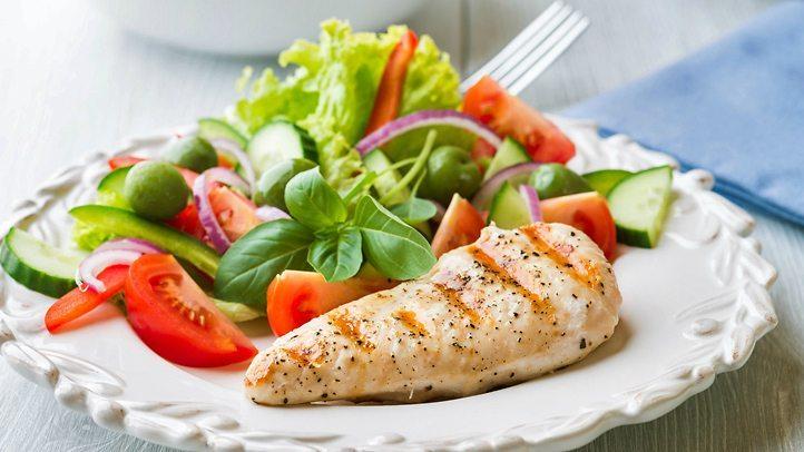برای لاغری، رژیم غذایی کوتاه مدت و کم کربوهیدرات از رژیم کم چربی بهتر است