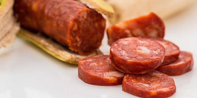 مواد افزودنی در مواد غذایی فرآوری شده میتوانند تاثیر قابلتوجهی بر سلامتی داشته باشند.